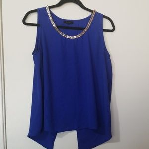 Sleeveless cut, open back shirt